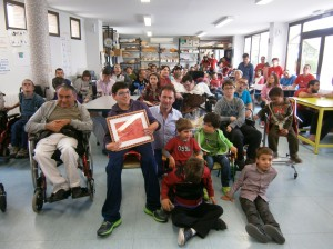 Robertto Ciria ha venido a Aspace Huesca a cantar con y para nosotros