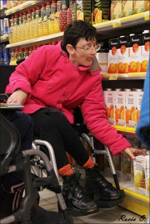 usuaria de Aspace realiza la compra en un supermercado