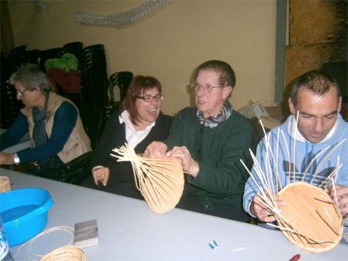 Usuarios de Aspace enseñando las técnicas de la cestería tradicional