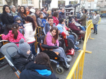 Usuarios de ASPACE HUESCA esperan la llegada de losreyes